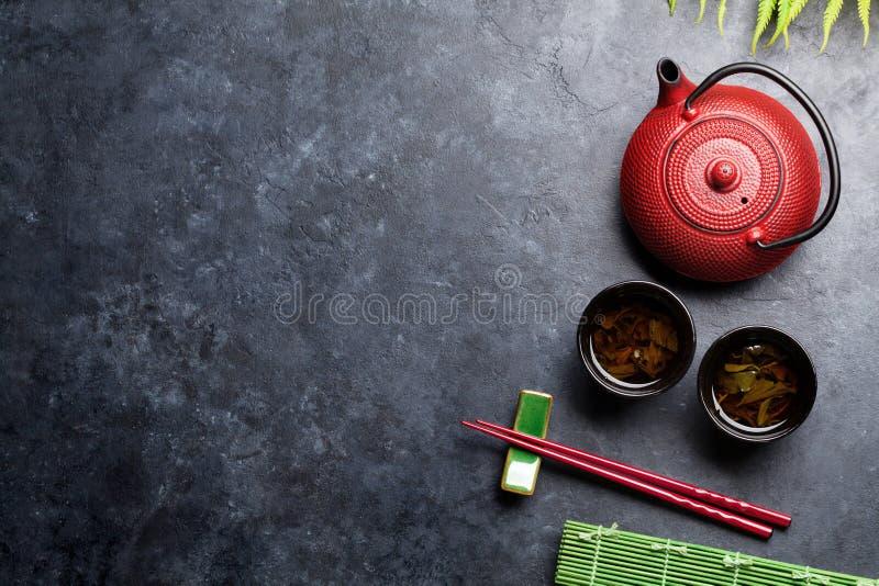 Essstäbchen des grünen Tees und der Sushi Japanischer Mahlzeitsatz stockfoto