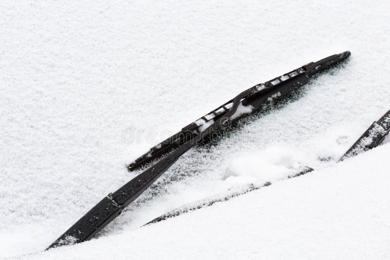 Essuie-glace avec la neige photographie stock libre de droits