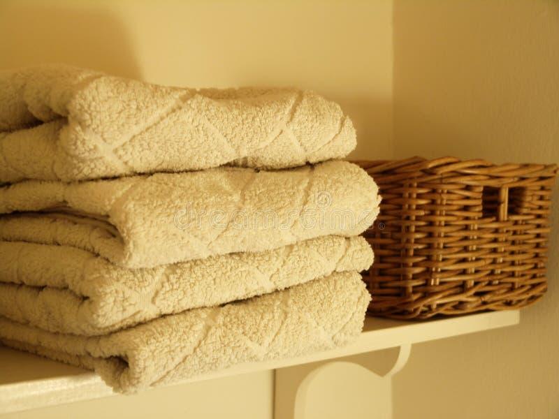 Download Essuie-main photo stock. Image du bain, intérieur, bathing - 69446