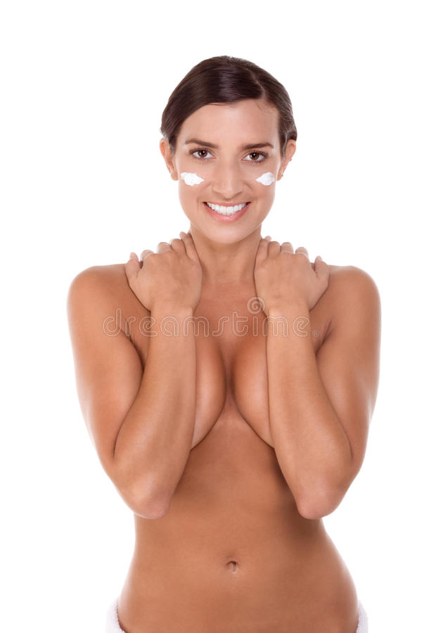 Essuie-main de bain enveloppé jeune par femme de Skincare caucasienne photos stock