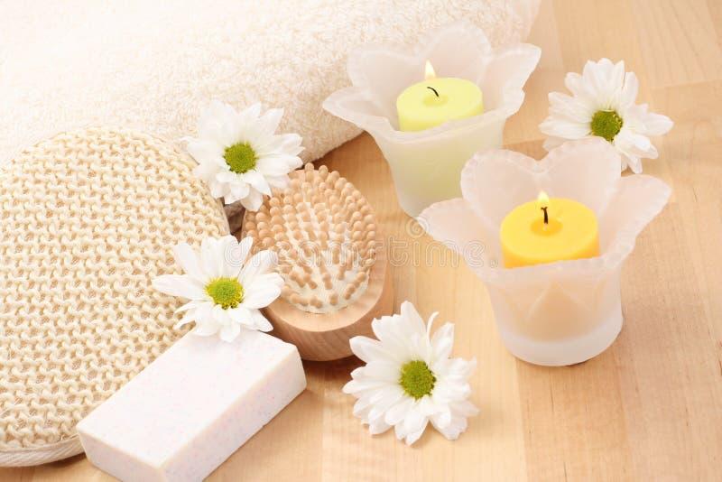 Essuie-main et bougies images stock