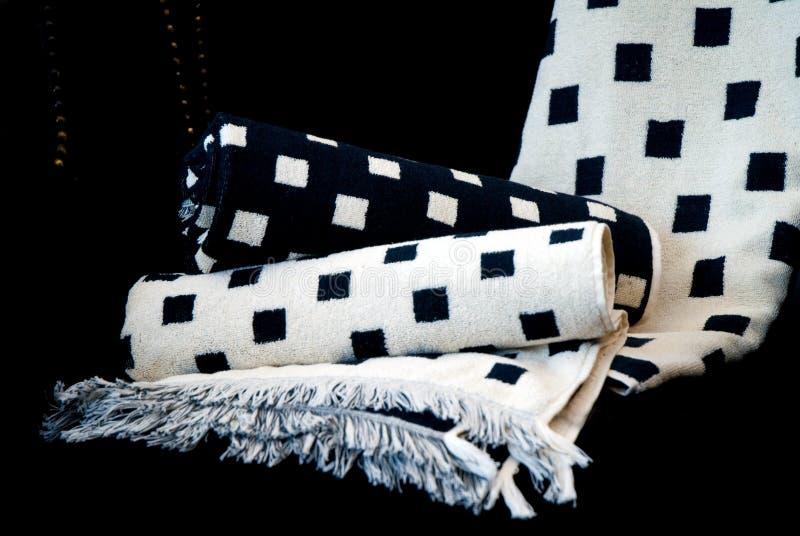 Essuie-main noirs et blancs de Bath image stock