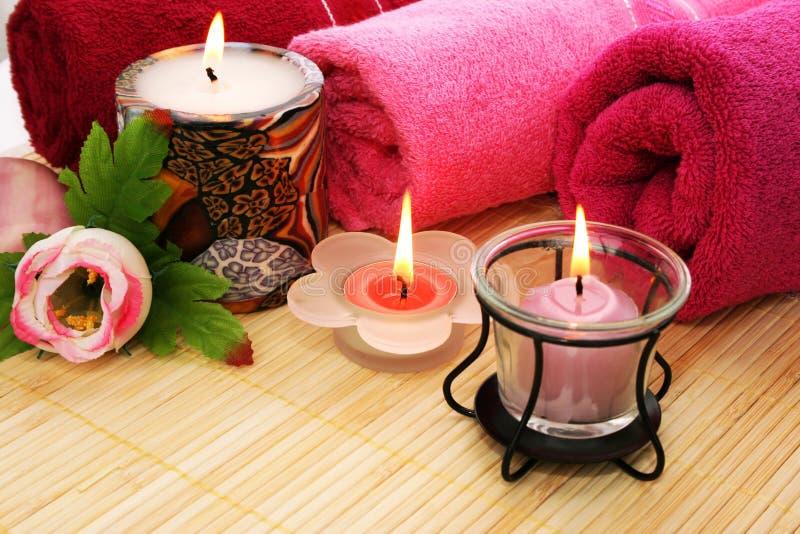 Essuie-main, savon, fleur, bougies images libres de droits