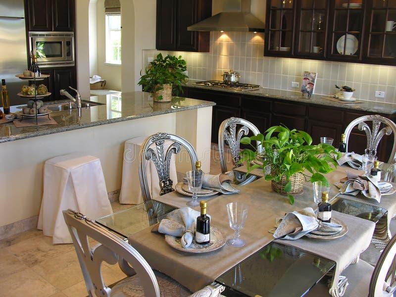 Esszimmer und Küche stockfotografie