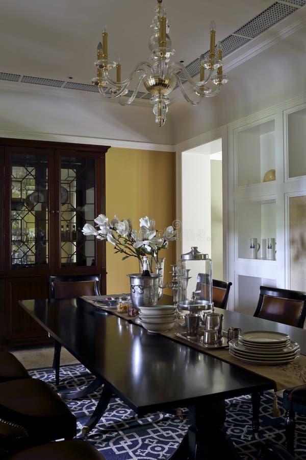 Esszimmerbeispielraum in der Wohnung lizenzfreie stockfotos