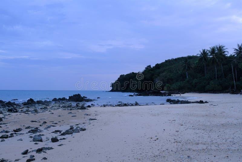 Está aqui a praia em Tailândia imagem de stock royalty free