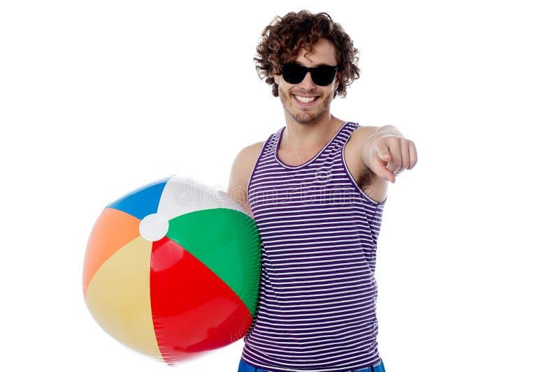 Está você pronto para um jogo de bola da praia? fotografia de stock