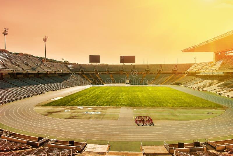 Estádio com campo de futebol no por do sol Futebol Conceito ativo do esporte do lazer imagens de stock royalty free