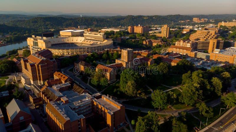 Estádio de futebol e terreno de University of Tennessee no adiantado fotografia de stock royalty free