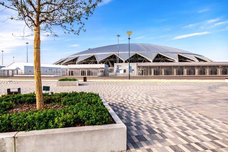 Estádio de futebol de Samara Arena no dia ensolarado foto de stock royalty free