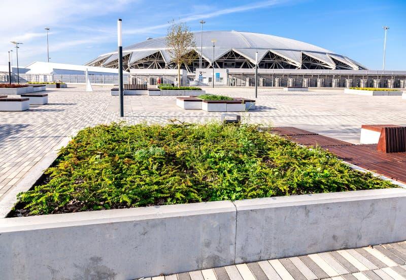 Estádio de futebol de Samara Arena no dia ensolarado imagem de stock royalty free