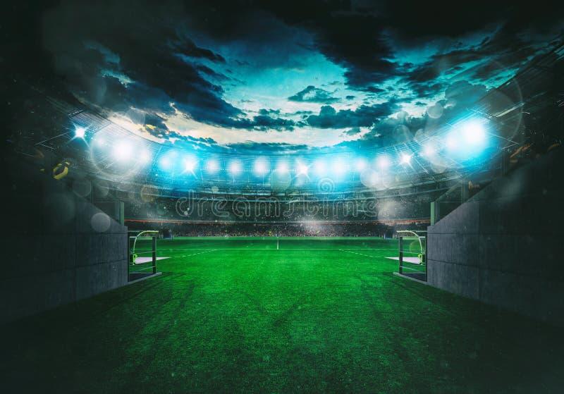 Estádio de futebol visto pela saída do túnel do vestuário imagens de stock royalty free