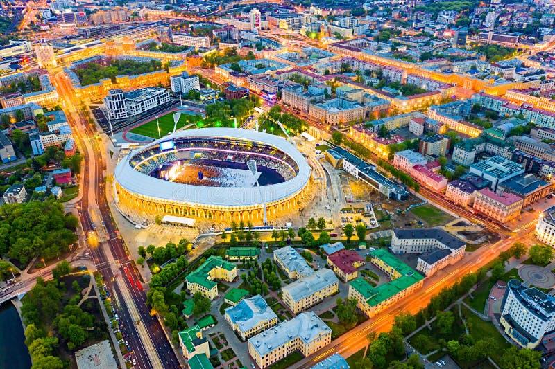 Estádio de Minsk que guarda o evento público Antena principal da arena do futebol fotos de stock
