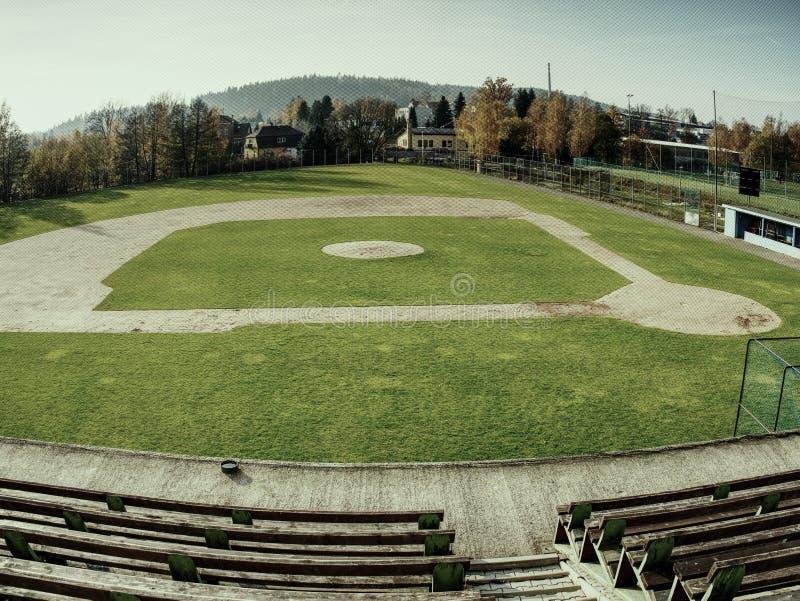 Estádio do basebol Grama verde no campo de basebol imagens de stock royalty free