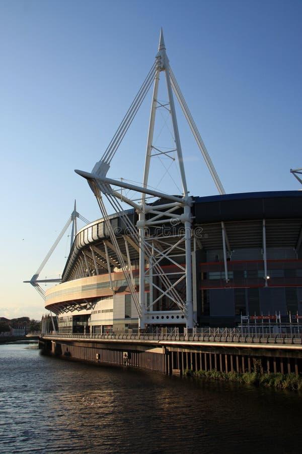 Estádio do milênio, Cardiff no crepúsculo imagem de stock royalty free