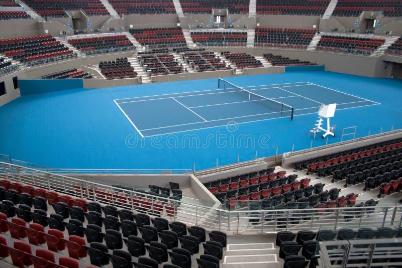 Estádio interno do tênis da corte do centro imagens de stock