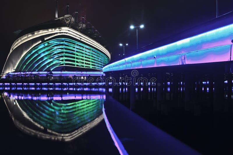 Estádio na noite, Guangzhou dos Jogos Asiáticos, China fotografia de stock royalty free