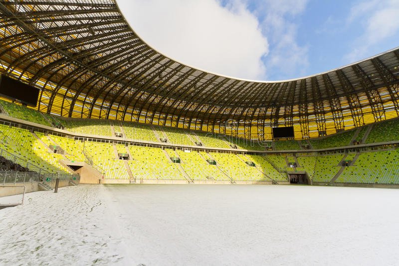 Estádio recentemente construído da arena de PGE em Gdansk