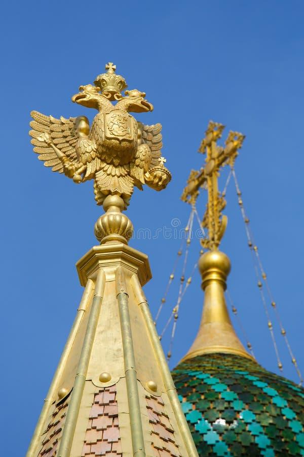 Estándar imperial en la catedral ortodoxa rusa en Niza, Francia imágenes de archivo libres de regalías
