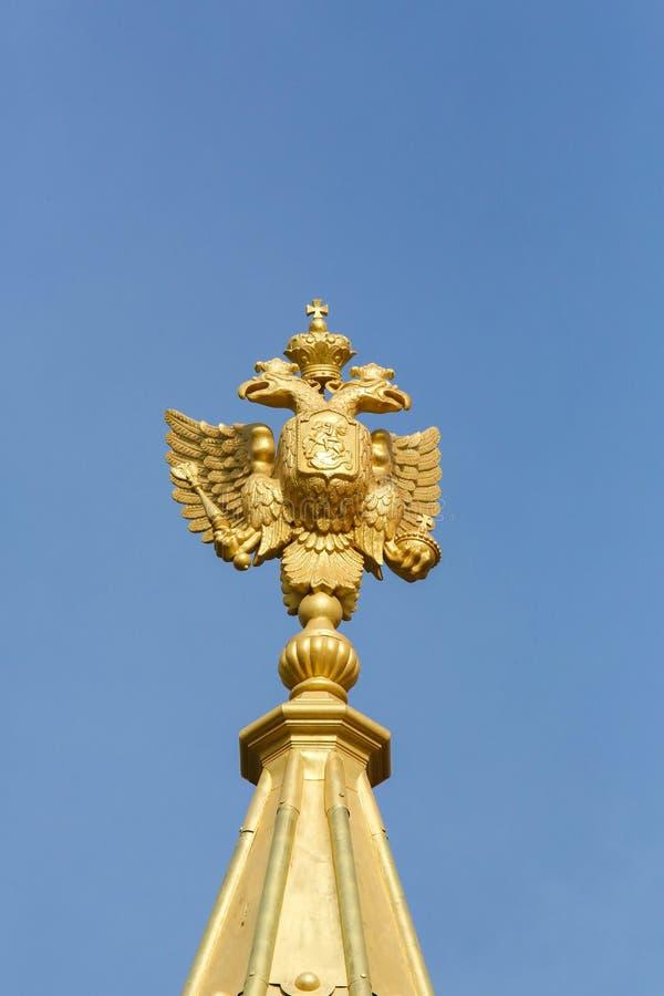 Estándar imperial en la catedral ortodoxa rusa en Niza, Francia foto de archivo