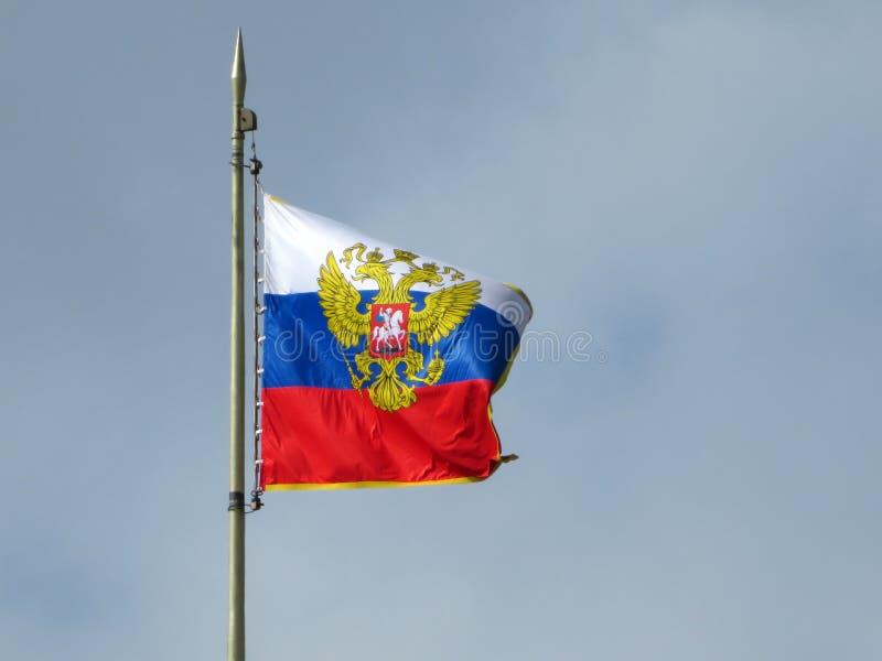 Estándar presidencial sobre residencia del ` s de Putin en Moscú imagenes de archivo