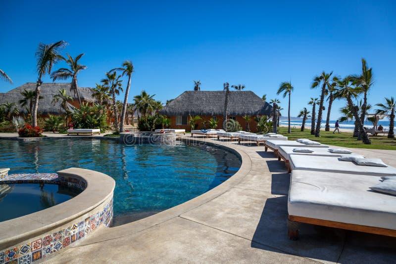 Estándares del hotel de lujo en un día soleado en Todos Santos, Baja California, México imagen de archivo