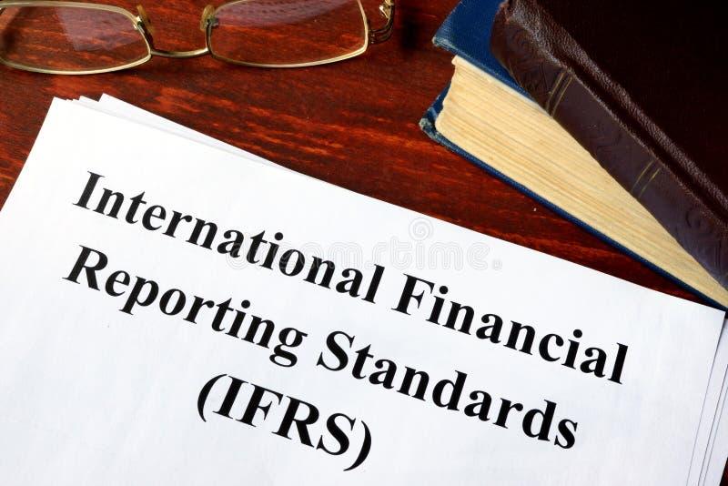 Estándares internacionales IFRS de la información financiera imagen de archivo libre de regalías