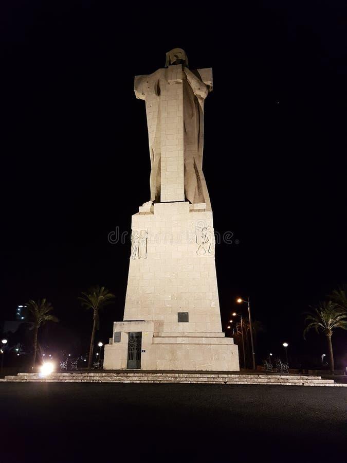 Estátua à fé de descoberta - estátua dos dois pontos imagens de stock royalty free