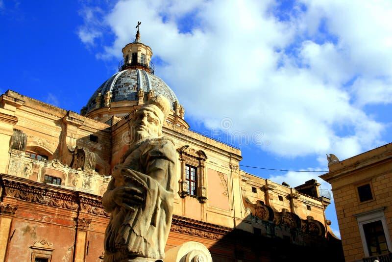 Estátua & igreja barrocas quadradas de Pretoria; Palermo foto de stock