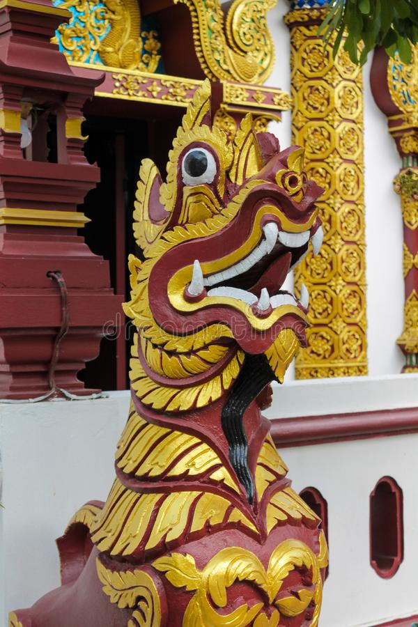 Estátua animal asiática místico do protetor de Qilin no templo Wat de Tailândia fotografia de stock