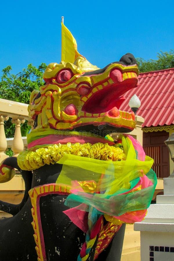 Estátua animal asiática místico do protetor de Qilin no templo Wat de Tailândia fotos de stock royalty free