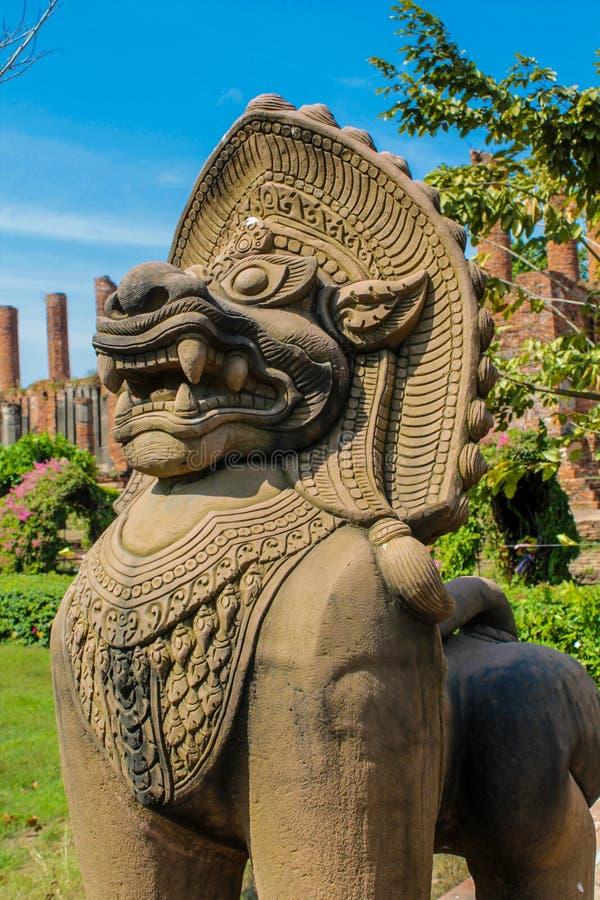 Estátua animal asiática místico do protetor de Qilin no templo Wat de Tailândia imagem de stock royalty free