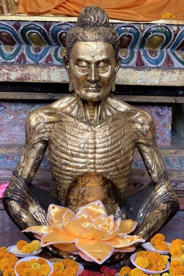 Estátua antiga de Buddha imagens de stock royalty free