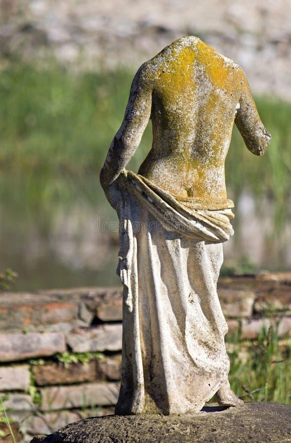 Estátua arcaica grega encontrada no local de Dion foto de stock royalty free