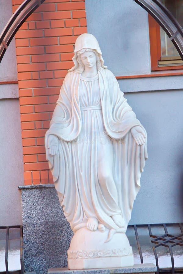 Estátua bonita do Virgin Maria imagens de stock royalty free