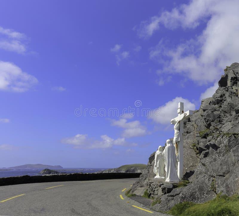 Download Estátua Branca Do Crucifixo De Jesus No Mais Baixo Quadrante Direito Imagem de Stock - Imagem de religião, crucifixion: 65579537