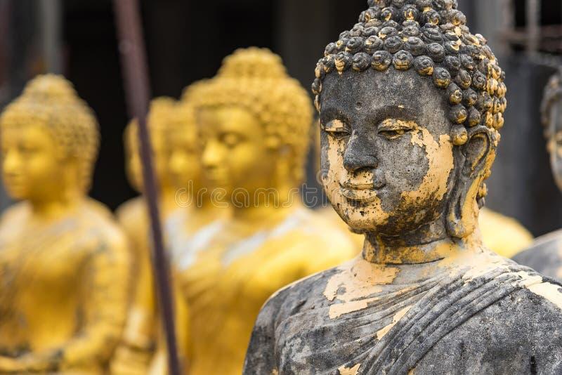 estátua buda no templo tailandês imagem de stock royalty free