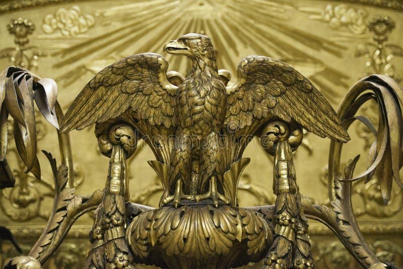Estátua da águia dourada fotos de stock