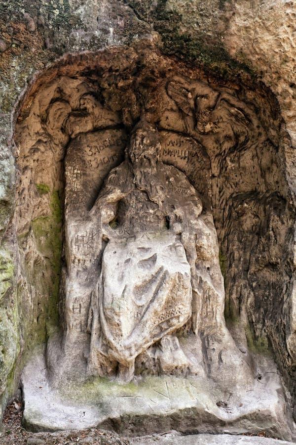 Estátua da areia do rei no trono dentro do rebaixo da rocha fotografia de stock