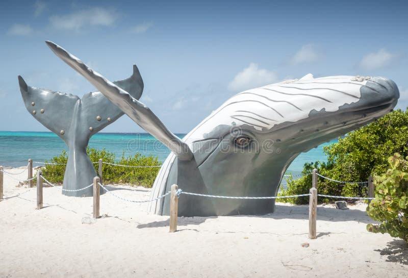Estátua da baleia azul em Turk Island grande fotos de stock royalty free