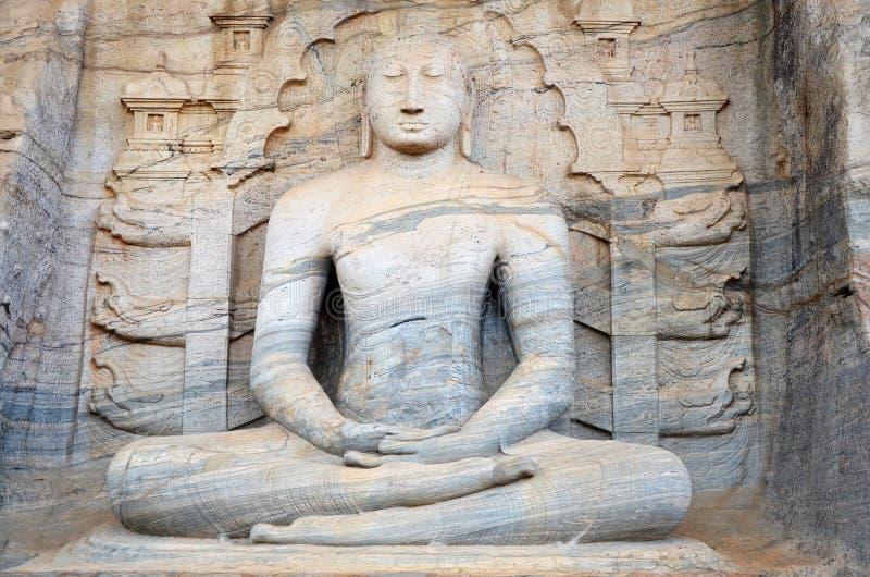 Estátua da Buda, cidade antiga Polonnaruwa, Srí escorrido fotos de stock