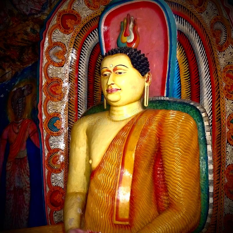 Estátua da Buda com projeto antigo colorido fotografia de stock