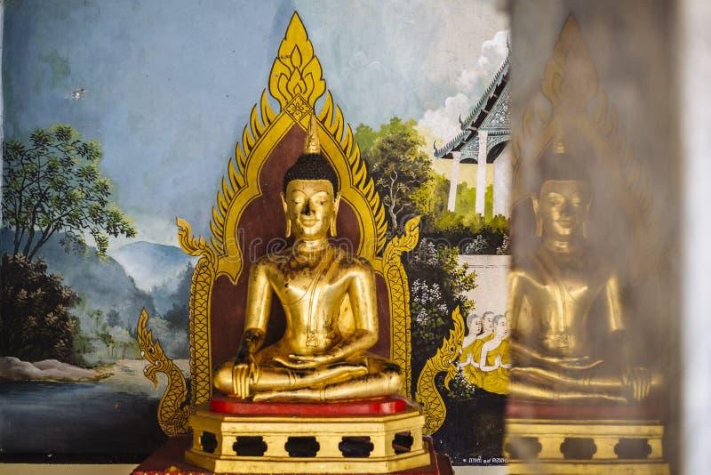 Estátua da Buda em Wat Phrathat Doi Suthep fotos de stock royalty free