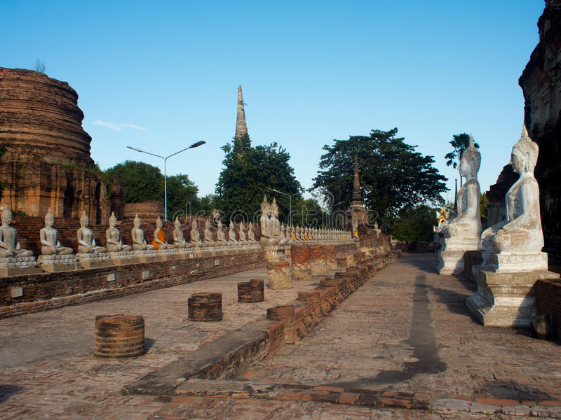 Estátua da Buda em Wat Yai Chaimngkol, Ayutthaya imagens de stock royalty free