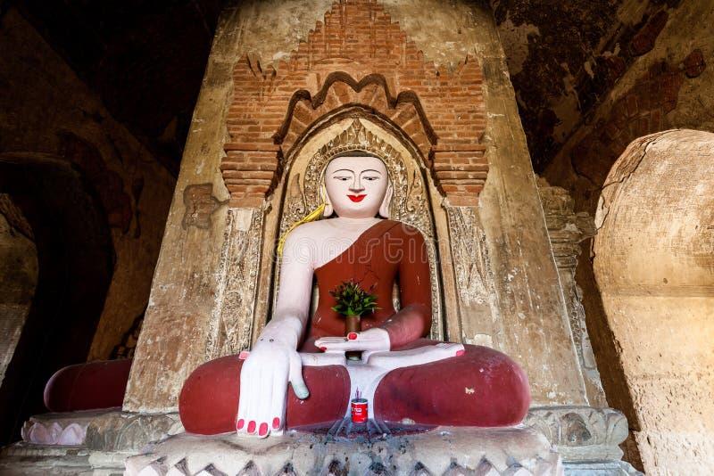 Estátua da Buda no pagode em Bagan, Myanmar foto de stock royalty free