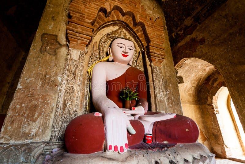Estátua da Buda no pagode em Bagan, Myanmar fotografia de stock royalty free