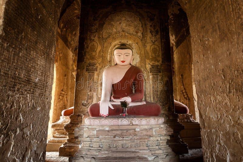 Estátua da Buda no pagode em Bagan, Myanmar imagens de stock royalty free