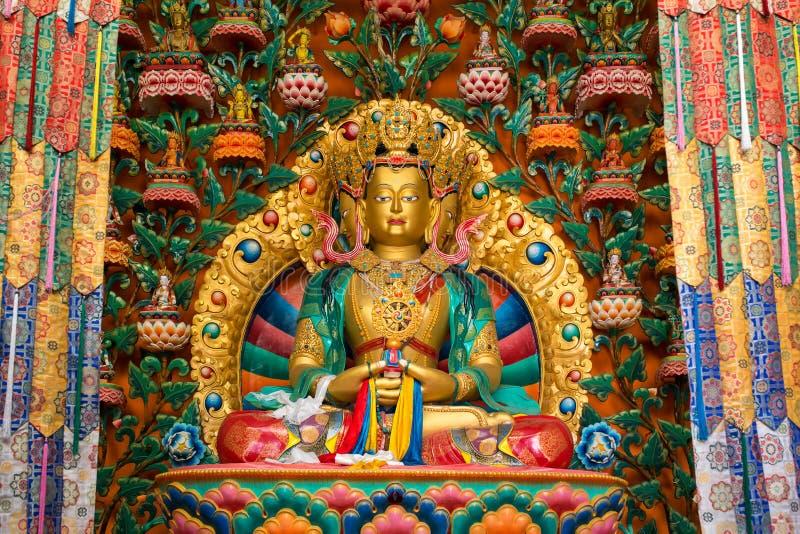 Estátua da Buda no templo budista de Gompa do monastério de Matho em Leh imagens de stock royalty free