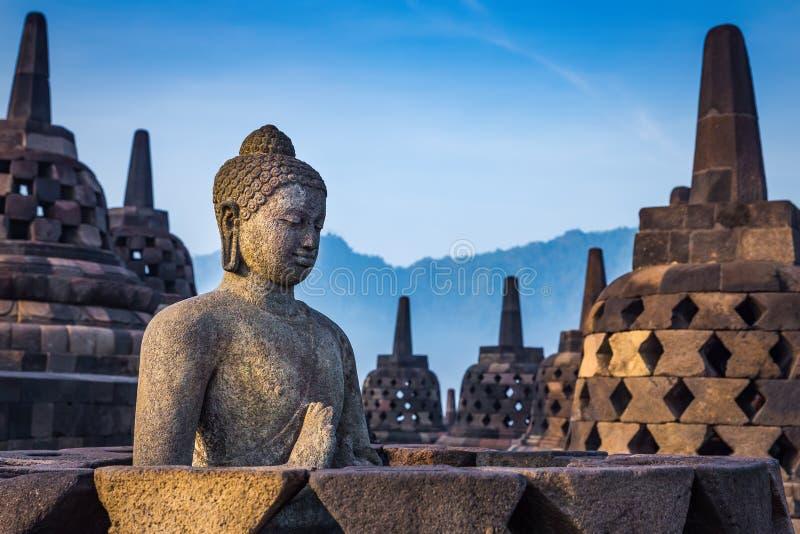 Estátua da Buda no templo de Borobudur, Indonésia imagens de stock royalty free
