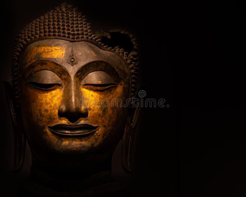 Estátua da Buda usada como amuletos da religião do budismo foto de stock royalty free